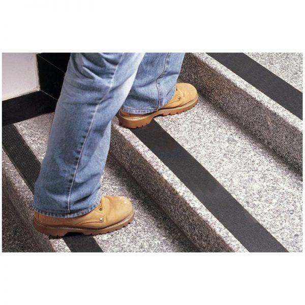 Fita Antiderrapante para Escada/Piso 1m Comprimento Preta ''O Metro'' - 05 cm x 1 M