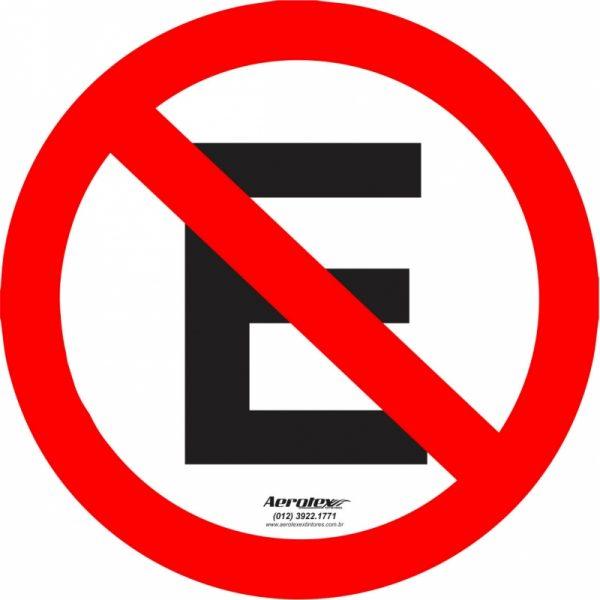 Placa Chapa ACM 3mm - Refletivo - Trânsito Proibido Estacionar - R-06a - 60cm x 60cm - PS362